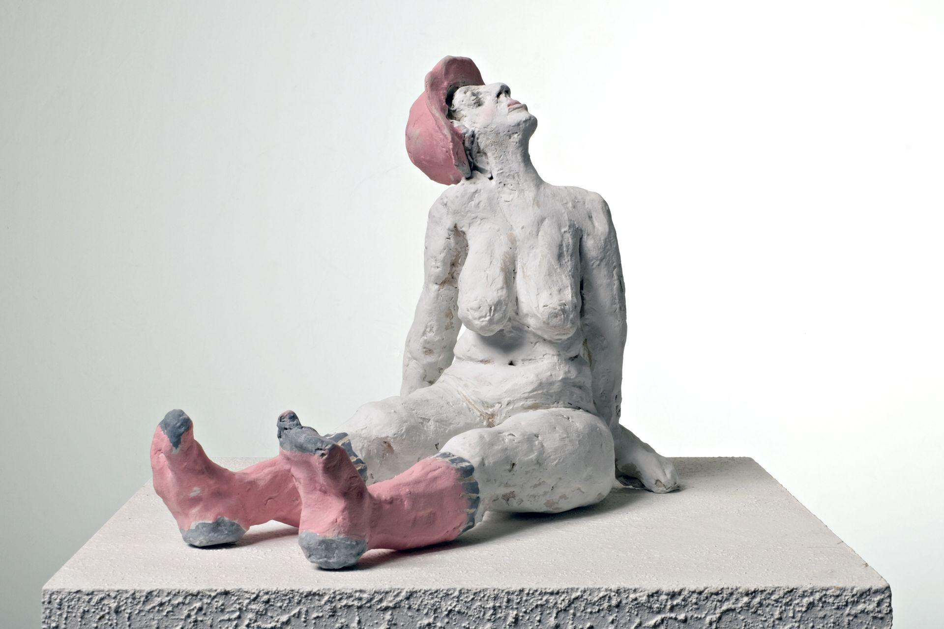 Sitzende-Keramik--Sabine-Dietrich-christina_klee-